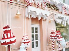"""""""•Как же красиво украшены кафе и магазины на ПатриаршихДа и вообще, вся Москва сияет, мерцает, блестит✨•"""""""