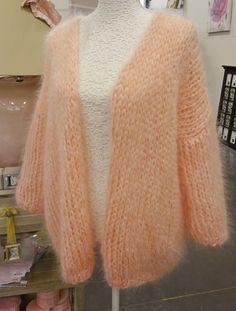 Fluffy Sweater, Mohair Sweater, Wool Sweaters, Knit Cardigan, Knit Fashion, Sweater Fashion, Knitting Designs, Mode Style, Boho Outfits