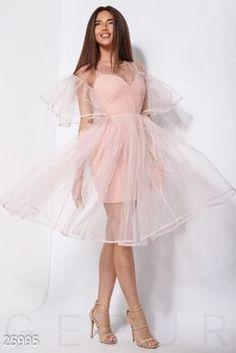 How tо Wear Clothes thаt Flatter Yоu Sheer Dress, Tulle Dress, Dress Up, Tulle Skirts, Pretty Dresses, Beautiful Dresses, Short Dresses, Formal Dresses, Wedding Dresses