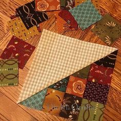 How do you take a basic half-square-triangle and dial it up a notch? With checkerboard! Drab to fab in a snap. #KimDiehlQuilts #CheckerboardPatchwork #HelpingHandsPrints #SimpleWhatnotsClub7 #HenryGlassFabrics