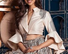 Choli Designs, Sari Blouse Designs, Designer Blouse Patterns, Lehenga Designs, Indian Outfits, Western Outfits, Stylish Blouse Design, Beautiful Blouses, Indian Designer Wear