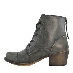 These @roxy Yuma Boots: One of My Favorite Vegan Things! #vegan #fashion #footwear www.plantpoweredkitchen.com