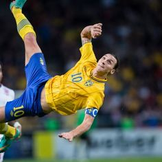 Best English Premier League Players of Zlatan Ibrahimovic: Zlatan Ibrahimović is a Swedish professional footballer who plays for an English club Manchester United and the Sweden national team for which he is captain. Buts De Football, Sweden Football, Football Things, Football Pitch, Best Football Goals, Soccer Goals, Football Latest, Soccer Tips, World Cup