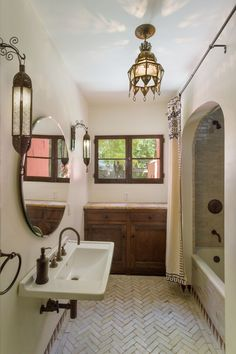 Spanish-style house oozes charm and colo. Spanish Style Interiors, Spanish Style Decor, Spanish Style Weddings, Spanish Style Homes, Spanish House Design, Spanish Bathroom, Spanish Style Bathrooms, Spanish Style Kitchens, Moroccan Bathroom