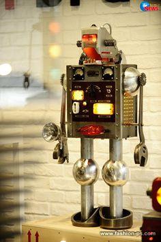 MB&F M.A.D.Gallery 瘋狂藝廊隆重開幕 機械人也瘋狂 | Wow!NEWS新聞網