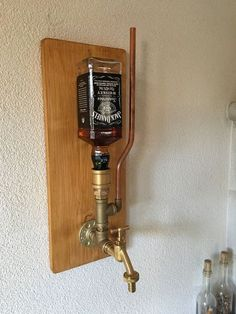 Whiskey dispenser - идеи - A-Z Finance Plan (For Life) Whiskey Dispenser, Alcohol Dispenser, Drink Dispenser, Diy Home Bar, Bars For Home, Diy Home Decor, Home Bar Designs, Man Cave Home Bar, Liquor Bottles