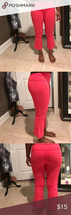 Lululemon athletica capri tights These are super cute hot pink lululemon bottoms! Perfect for any casual dressing or workout. Size 6. lululemon athletica Pants Leggings