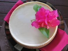 New York Cheesecake Recipe - traditional creamy and luscious cheesecake with a sour cream topping. Perfection.