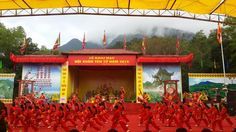 Yen Tu Festival - the famous spring fest -  Yen Tu Festival is the Vietnam's most famous spring festival, which attracts hundreds of visitors from different regions of Vietnam to come, worship and express their respect to Buddha as well as admire the magnificent landscape around this mountain.  #DongPagoda, #QuangNinh, #ThingsToDoInVietnam, #YenTuFestival, #YenTuMountain -  #Festivalsandceremonies, #VietnameseCulture