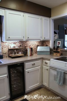 Kitchen Cabinet Makeover w Chalk Paint!! #chalkpaint
