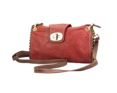 Leather clutch bag in red is made by soft genuine calfskin leather with pattern. Gold turn lock and two tone color makes it outstanding from the crowd! Chic and elegance!Please check on necessities. Look Casual, Casual Chic, Leather Clutch Bags, Metallica, Saddle Bags, Firenze, Shoulder Bag, Elegant, Party Time