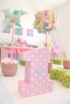 Cute as a button first birthday | https://littlewishparties.com/cute-as-a-button-first-birthday/