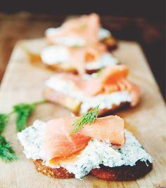 12 mouthwatering recipes for Easter brunch // Ricotta salmon crostini #easter #brunch #recipe