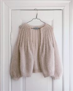 Gilet Mohair, Pull Mohair, Mohair Sweater, Cardigan En Maille, Knit Cardigan Pattern, Looks Street Style, Knit Fashion, Pulls, Baby Knitting