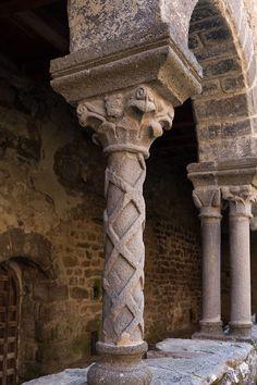 Abbatiale St-André de Lavaudieu (Haute-Loire) - région Auvergne - détail d'un chapiteau Romanesque, Middle Ages, Sculpture, Decoration, Art, Big Top, Auvergne, Fresco, Travel