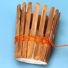 Simple basket weaving kids craft with friendship thread - Monday Born to Save for Moses basket. Could decorate with Southwest stickers and use as a pencil holder @ home. Use a simple weaving technique to decorate a wood stick basket Vbs Crafts, Popsicle Stick Crafts, Church Crafts, Camping Crafts, Popsicle Sticks, Craft Stick Crafts, Arts And Crafts, Yarn Crafts For Kids, Craft Sticks