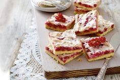 Das Rezept für Johannisbeer-Baiser-Kuchen und weitere kostenlose Rezepte auf LECKER.de