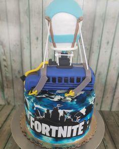 Fortnite battle bus cake 10 Birthday Cake, 9th Birthday Parties, 12th Birthday, Boy Birthday, Birthday Ideas, Bus Cake, Party Cakes, Game Party, Party Bus