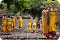 Best things to do in Bali to avoid the crowd. Less Touristy Bali Experiences. Find out about Munduk, Nusa Lembongan, and less touristy things to do in Ubud. Bali Tour Packages, Stuff To Do, Things To Do, Bali Baby, Bali Lombok, The Sun Also Rises, Bali Holidays, Tourist Sites, Denpasar