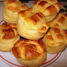 Pehelykönnyű krumplis pogácsa - Scone with potato Hungarian Desserts, Hungarian Cuisine, Hungarian Recipes, Hungarian Food, Salty Foods, Salty Snacks, Fancy Appetizers, Savory Pastry, Just Eat It