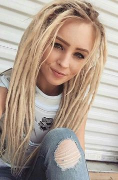 Dreadlock Extensions Single Color - The Perfect Messy Bun in 3 Easy Steps Blonde Dreads, Dreadlocks Girl, Fake Dreads, White Girl Dreads, Beautiful Dreadlocks, Dreadlock Extensions, Hippie Hair, Dreads Styles, Synthetic Dreads