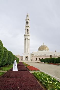 Sultan Qaboos masjid in Muscat Oman Ancient Greek Architecture, Islamic Architecture, Art And Architecture, Beautiful Mosques, Beautiful Places, Amoled Wallpapers, Sultan Qaboos, Islamic World, Grand Mosque
