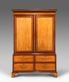 A fine Hepplewhite period mahogany and satinbirch veneered linen press with fitted trays above four short graduated drawers crossbanded in rosewood. Circa 1780.