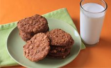 Oaty raisin biscuits recipe - Biscuits and cookies