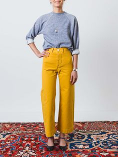 Ultra high-waisted, flared sailor pants in white canvas with a button fly. These slightly cropped, structured trousers have two hidden front pockets at the waistband, belt loops and hip darts in the r