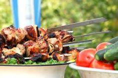 July is the unofficial Great American Cookout. Each year families and friends across the country will gather around the grill to celebrate the summer and America's birthday. Here are some of July cookout ideas to help you pull it off. Summer Bbq, Summer Picnic, Summer Parties, Summer Food, Summer Party Decorations, July 4th, Tandoori Chicken, Summer Recipes, Cooking Tips
