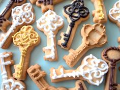 House & Home Parties ⚜ themed cookies keys