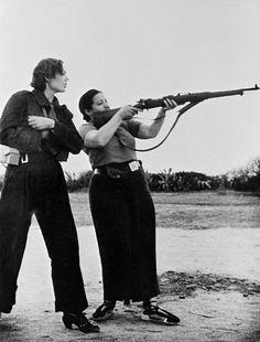 Robert Capa.Milicianas,defendiendo la libertad en la guerra civil española.