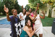 Mariage noir au domaine de Valmont Toutes les sœurs sont là Photo Couple, Couple Photos, Photo Macro, Photos Hd, Album Photo, Photo Booth, Couples, Newlyweds, Family Portraits