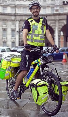 Bicycle paramedics save lives and a lot of money for NHS - News - London Evening Standard Dr Car, Mobile Business, Emergency Care, Unicycle, Cargo Bike, Touring Bike, Save Life, Old And New, Cycling