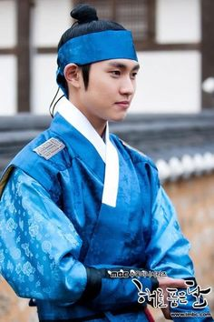 Moon Embracing the Sun (Hangul: 해를 품은 달;RR: Haereul Pum-eun Dal, also known as The Sun and the Moon) is a 2012 South Korean television drama series, starring Kim Soo-hyun, Han Ga-in,Jung Il-woo and Kim Min-seo. It aired on MBC. Kim Min, Lee Min Ho, Song Jae Rim, Jung Il Woo, Korean Hanbok, Ga In, Beautiful Costumes, Child Actors, Korean Traditional
