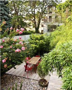 #Holzterrasse, ein kleiner gruener #Innenhof  Welche Wünsche haben Sie? Sprechen Sie mich einfach an. www.ericclassen.de