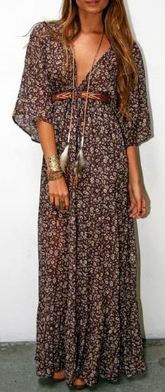 Tiny Floral Plunging Neck 3/4 Sleeve Maxi Dress ==