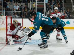 San Jose Sharks forward Joe Thornton corrals a rebound (Nov. 2, 2013).