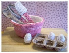 Crochet baking set. How freaking adorable is this!  Who knows how to make me this?