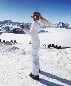 Trending: Ski Fashion – Famous Last Words Moda Ski, Snow Fashion, Winter Fashion, Fashion Fashion, Weekend Fashion, Holiday Fashion, Fashion Photo, Photo Ski, Apres Ski Party