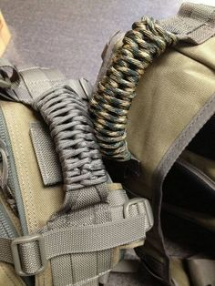 Paracord wrapped handles on maxpedition backpacks - a nice project for my work Condor pack Paracord Knots, Rope Knots, 550 Paracord, Paracord Bracelets, Tactical Survival, Survival Tools, Tactical Gear, Paracord Wrap Handle, Paracord Projects