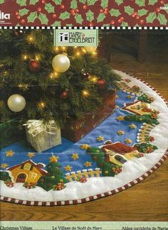 Christmas gifts for kids: sewing mat tutorial Christmas Projects, Christmas Time, Christmas Crafts, Christmas Ornaments, Christmas Skirt, Christmas Villages, Christmas 2017, Felt Christmas Decorations, Christmas Stockings