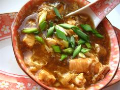 Supa chinezeasca iute acrisoara 酸辣汤 International Recipes, Chinese Food, Thai Red Curry, Food And Drink, Beef, Supe, Ethnic Recipes, Rome, Food And Drinks