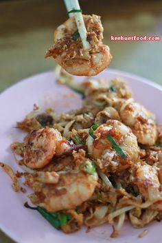 Missing my home Penang and its street food. Tiger Char Koay Teow (老虎炒粿条) @ Carnavon Street, Georgetown, Penang.