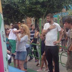 Shakira, Gérard Piqué e Milan Vão à Parque de Diversões na Espanha