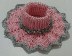 Crochet Pillow - How to crochet a flower / crochet flower tutorial Crochet World, Col Crochet, Crochet Baby Poncho, Crochet Cape, Crochet Collar, Crochet Scarves, Crochet Stitches, Baby Knitting, Free Crochet