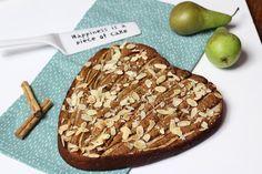 Perentaart zonder suiker en boter, gezoet met dadels en banaan. Een heerlijke taart voor elk moment. Kijk op sandrakookt.nl voor nog meer lekkere recepten.