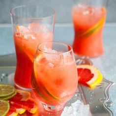 Greippimehu raikastaa karpalopohjaisen juoman.