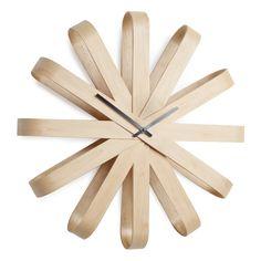 Horloge murale en bois forme flocon D.51.4cm RIBBONWOOD ( marque : Umbra)