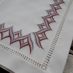 Basic Embroidery Stitches, Hardanger Embroidery, Ribbon Embroidery, Embroidery Art, Cross Stitch Borders, Cross Stitch Patterns, Swedish Weaving Patterns, Bargello Needlepoint, Thread Work